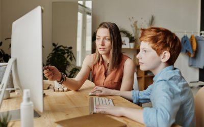 """¿Los padres pueden controlar el consumo de """"pantalla"""" de sus hijos?"""